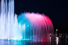 Daedepo音乐喷泉韩国,五颜六色的喷泉喜欢冠 库存图片