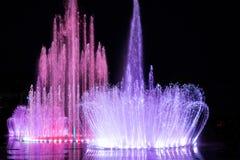 Daedepo音乐喷泉韩国,五颜六色的喷泉喜欢冠 免版税库存照片