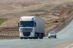 DAF在路的卡车拖拉机 库存图片