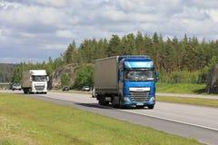DAF Trucks Transport Merchandise nel traffico Fotografia Stock Libera da Diritti