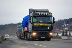 DAF XF105 Semi Hauls Oversize Load Royalty Free Stock Photography