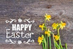 Daffodils на деревянной предпосылке Стоковые Изображения RF