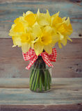 Daffodils in glass vase Royalty Free Stock Images