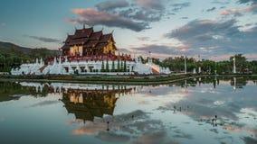 Dag aan nacht timelapse van Koninklijke Floratempel Chiang Mai, Thailand stock video