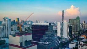 Dag aan van de de Tijdtijdspanne van de Nacht de Hoge stijging horizon van Bangkok in Thailand stock footage