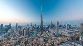 Dag de Van de binnenstad van Doubai aan nacht timelapse mening vanaf de bovenkant in Doubai, Verenigde Arabische Emiraten stock video