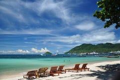 Dag för blå himmel på den härliga stranden, Ko Tao Royaltyfri Foto