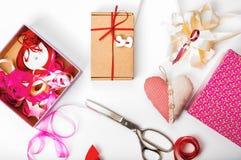 Dag för förpackande för valentin` s ` s för dag, för moder eller födelsedaggåva val Royaltyfri Bild