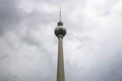 Dag för höst för minsta berlin tvtorn regnig Arkivfoto
