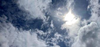 Dag för himmelblått fotografering för bildbyråer