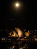 Dag för måne för Sydney operahus oavkortad Royaltyfri Foto