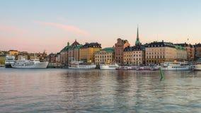Dag för Stockholm stadshorisont till natttimelapse i Stockholm, Sverige tidschackningsperiod lager videofilmer