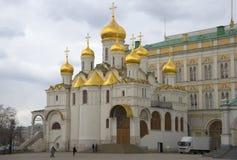 Dag för vår för förklaringdomkyrka molnig kremlin moscow Arkivfoto