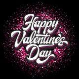 Dag för valentin för Calligraphic stilfull vektorinskrift lycklig med hjärtor på en kulör bakgrund stock illustrationer