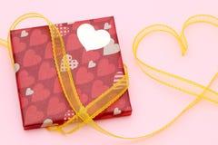 Dag för valentin` s av gåvaasken arkivbild