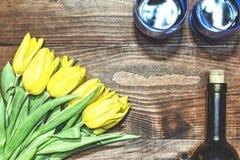 Dag för valentin` s, dag för moder` s, tulpan, vin, orientering, baner, Wom Arkivfoton