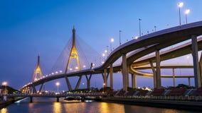 dag 4K till nattetidschackningsperioden av industriella Ring Bridge, Bangkok, Thailand stock video