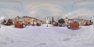 Dag-nacht samenstelling van de Stadscentrum van Targu Mures in de winter Royalty-vrije Stock Afbeeldingen