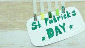 Dag och manikyr för St Patrick ` s stock video