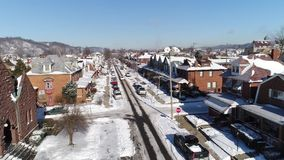 Dag omgekeerde luchtmening van de Stad van de Roestriem in de winter stock videobeelden
