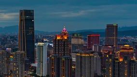 Dag till nattetidschackningsperioden av staden i Taipei, Taiwan arkivfilmer