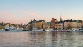 Dag till natttimelapsevideoen av Stockholm Gamla Stan i den Sverige tidschackningsperioden 4K stock video