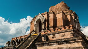Dag timelapse van een tempel in Chiang Mai, Thailand stock video