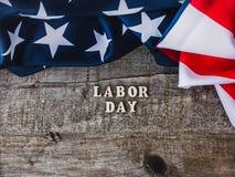 Dag van de Arbeid Amerikaanse Vlag en houten brieven royalty-vrije stock foto