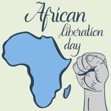 Dag van de inschrijvings de Afrikaanse die bevrijding, handen in vuist en kaart van Afrika worden dichtgeklemd Stock Foto