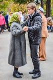 Dag van een bejaarde persoon in Rusland stock afbeeldingen