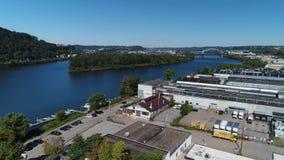 Dagantennen som upprättar skottet av industriella Pittsburghs västra slut, parkerar arkivfilmer