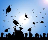 dagavläggande av examen ståtar silhouetten Arkivfoton