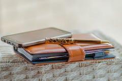 Dagbok som skriver på minneslistaboken Royaltyfri Fotografi