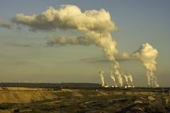 Dagbouw bruinkoolmijnbouw in zon Stock Fotografie