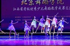 Dagdrömma den stjärnklara akademin för himmelPekingdansen som graderar för barn` s för provet den utstående utställningen Jiangxi Royaltyfria Foton