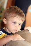 dagdrömma för pojke royaltyfri foto