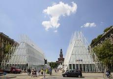 335 dagen aan EXPO 2015, bouwterrein van Expo-poort in largo Cair Stock Foto's
