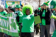 Dagen för St Patrick ` s ståtar Chicago 2018 royaltyfria bilder