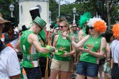 Dagen för St Patrick ` s ståtar deltagare Arkivbild