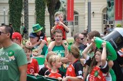 Dagen för St Patrick ` s ståtar deltagare fotografering för bildbyråer