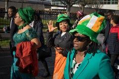 Dagen för St Patrics för Dublin Irland 17 mars 2019 ståtar royaltyfri bild