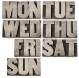 Dagen van week in houten type Stock Afbeeldingen