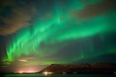 Dageraad Borealis in IJsland stock afbeelding