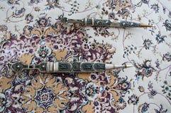 Dagger Damascus Steel no tapete Fotos de Stock Royalty Free