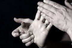 daghand som masserar brunnsorten Fotografering för Bildbyråer