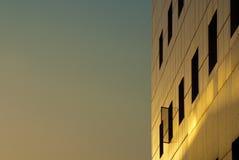 daghotell utanför över soligt fönster för tecken Fotografering för Bildbyråer