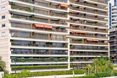 Daglichtmening aan de lange hotelbouw van bodem Royalty-vrije Stock Fotografie