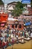 Dagliga ritualer på Ghats av Haridwar royaltyfri bild