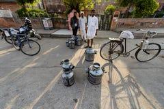 Dagliga traditionella mjölkar marknaden på Jaipur Fotografering för Bildbyråer