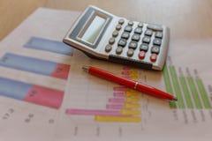 Dagligt inkomst för affär och kostnadsräkneark Byggandeaffär och finansiella modeller Arkivbild